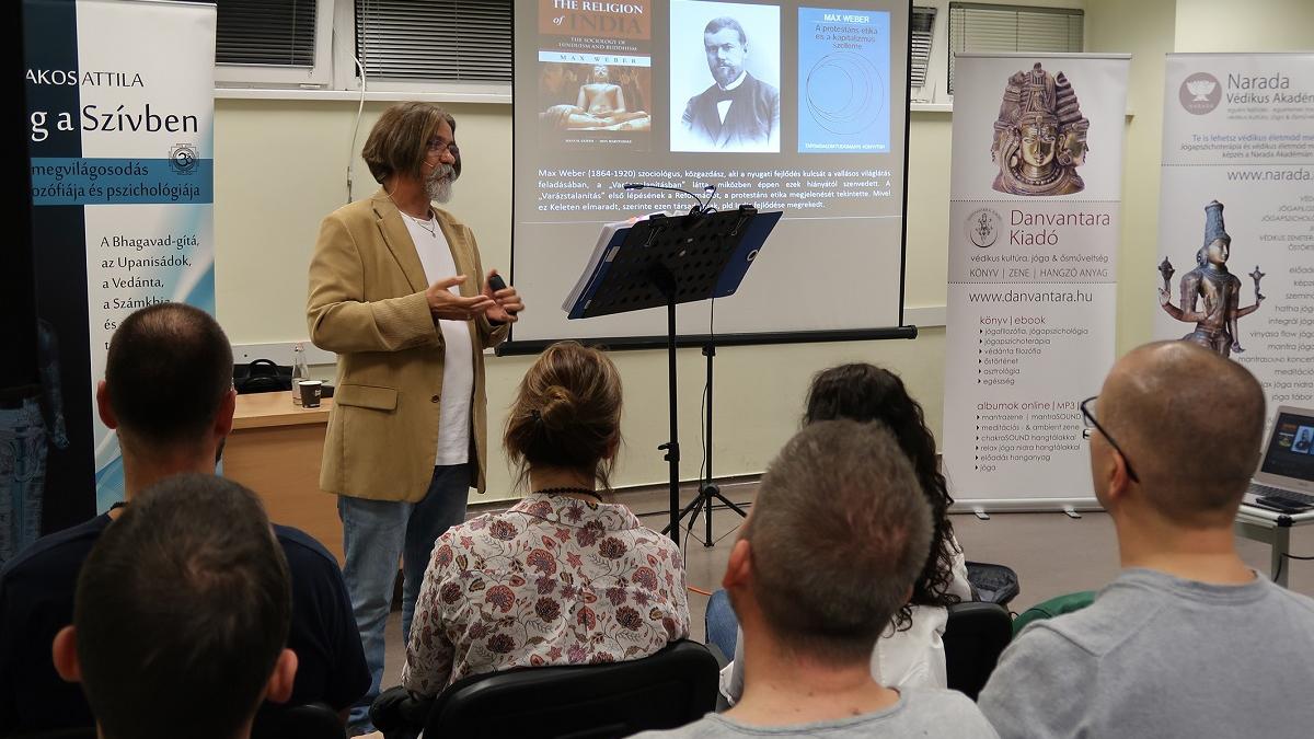 Bakos Attila előadás:  India, Irán és Turán – az Árjanok vallása - Szeged terem
