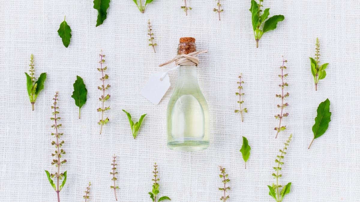 Gyógynövény-praktikák: Hétköznapi csodaszerek készítése házilag Ábrahám Krisztiánnal